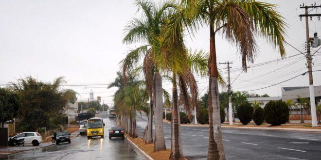 7d7cadd6ebc Chuva leve cai na cidade depois de quase três meses de estiagem -  Junqueiropolis em Dia